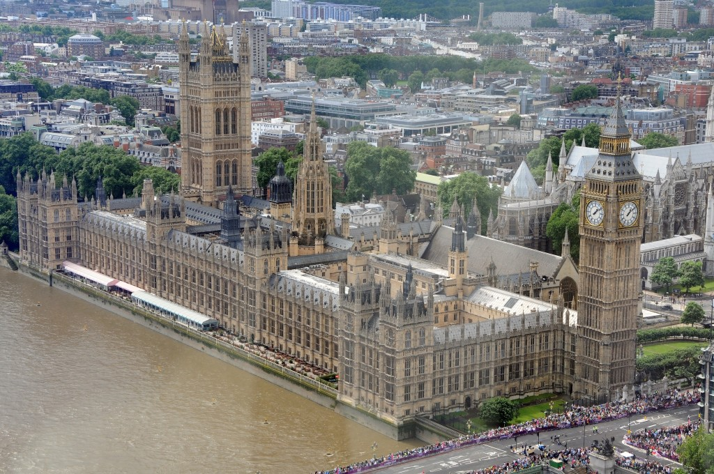 Le_parlement_anglais_vu_de_la_London_Eyes._On_voit_la_tour_Big_Ben